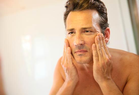 Parálisis-facial-en-hombre-de-edad-media